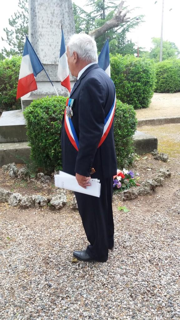 8 mai 2016 le maire se recueille